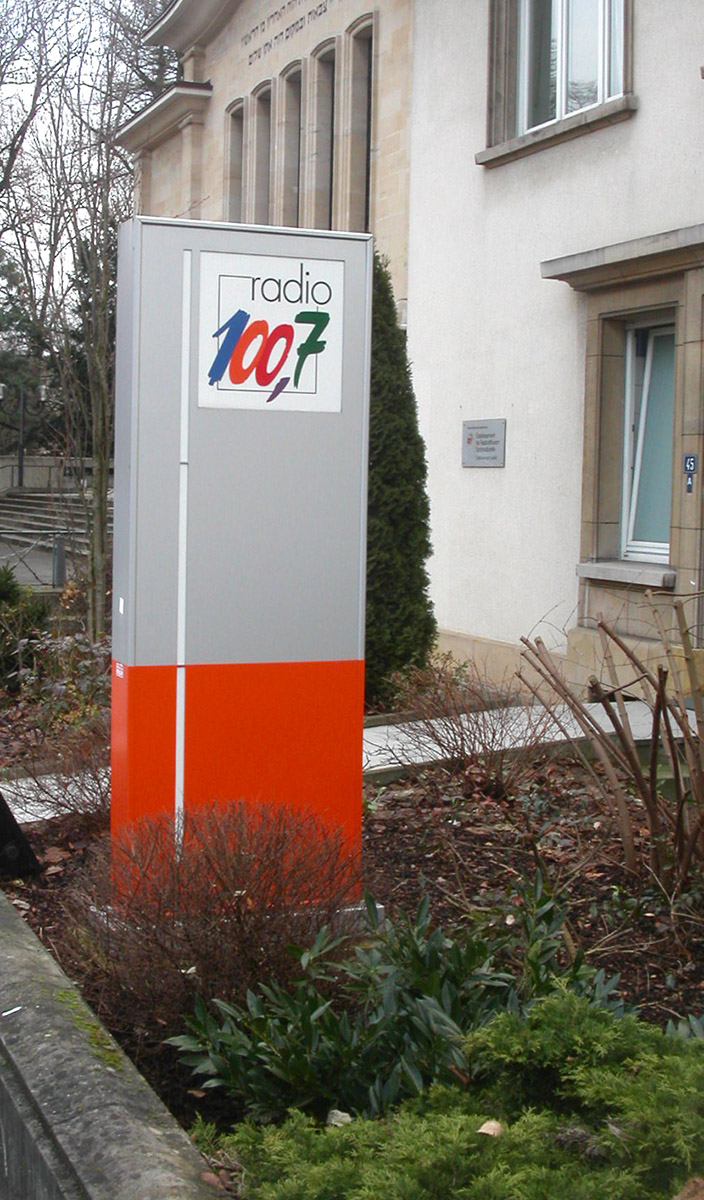 Totem Enseigne Radio 100komma7